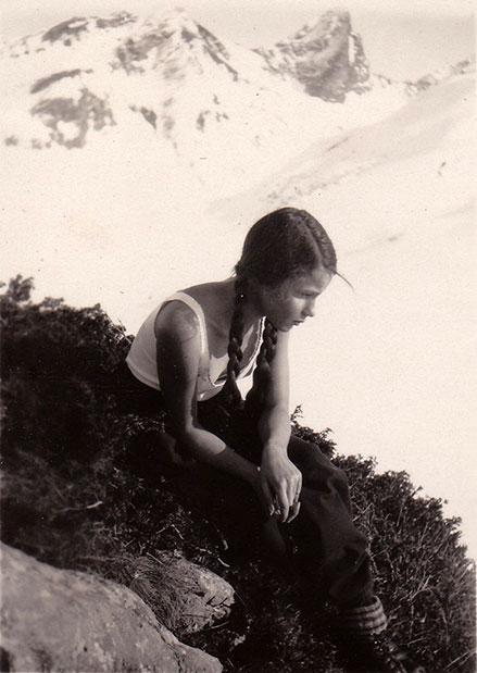 Elisabeth Noelle auf einer Bergwanderung in Zürs (1930)