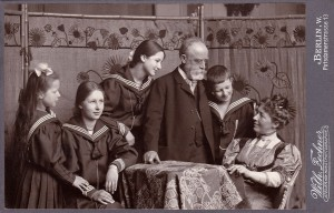 Helene and Fritz Schaper with their children (f.l.t.r.): Dorothea, Hedwig, Eva and Wolfgang (around 1905)