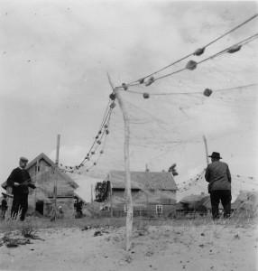 Fischer in Pillkoppen (Foto: Elisabeth Noelle, 1936)