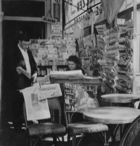 Zeitungskiosk in Paris (Foto: Elisabeth Noelle, 1937)