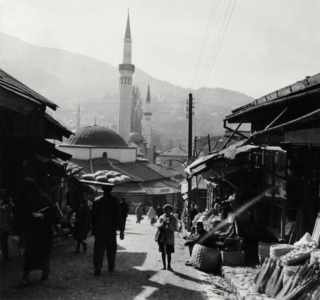 Bazaar in Sarajevo (Photograph: Elisabeth Noelle, 1936)